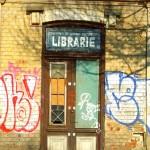 Libraria moare, dar nu se preda